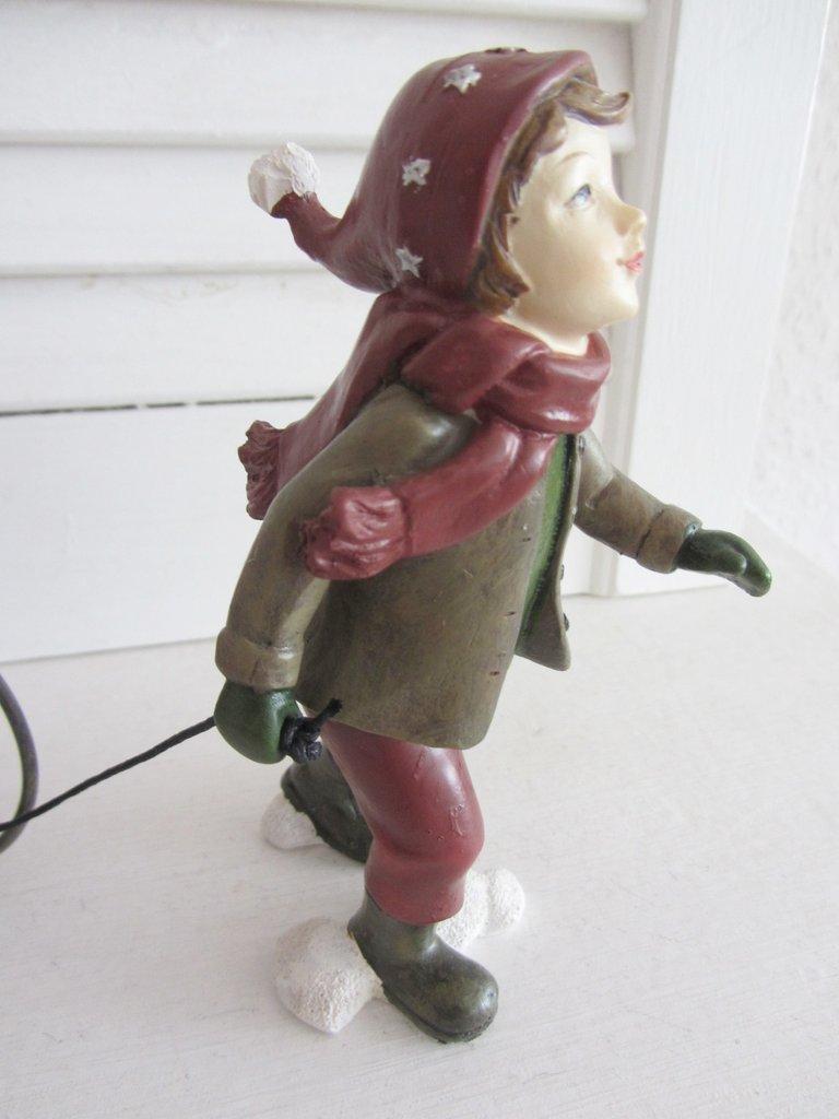 Wunderschöne Deko Figur Herbst//Winter Landhaus Weihnachten Junge 43 cm NEU